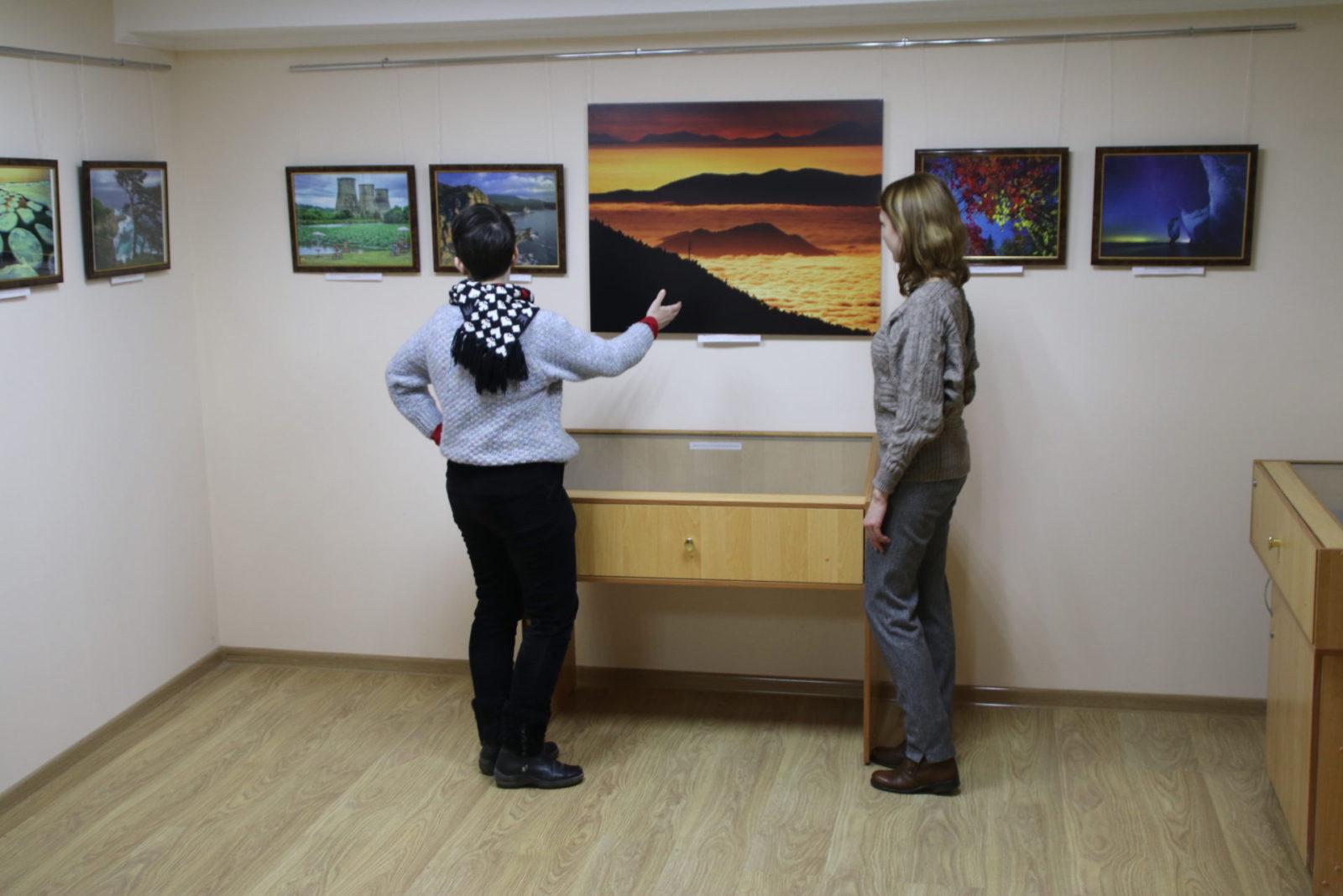 Выставка в темноте: в крымской столице экспонируют уникальные работы греческого мастера